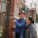 Тед Кочев се разплака пред родната къща на баща си в Пловдив