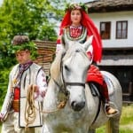 За пример! Млади българи вдигнаха красива и патриотична сватба (снимки)