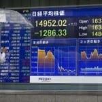 Паундът продължава да се обезценява на пазарите в Азия