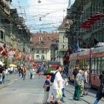 Швейцария дават 4000 франка за детегледачки, докторите вземат между 18 000 и 26 000 франка