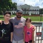 Шамара работи на 3 места в Америка