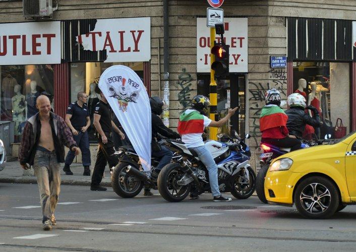 мотористи-гониха-араби-в-района-на-лъвов-мост-36824
