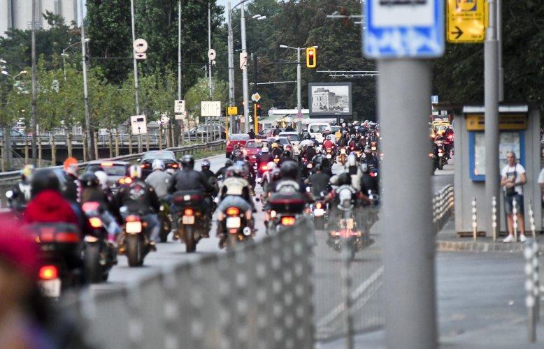 мотористи-гониха-араби-в-района-на-лъвов-мост-36828