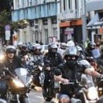 Мотористи гониха араби в района на Лъвов мост (снимки)