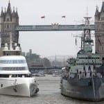 Яхтата на руски милиардер шокира британците (ГАЛЕРИЯ)
