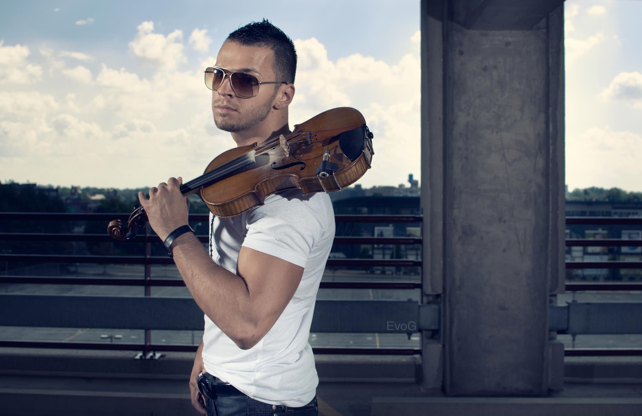 Българин покори САЩ с цигулка (ВИДЕО)