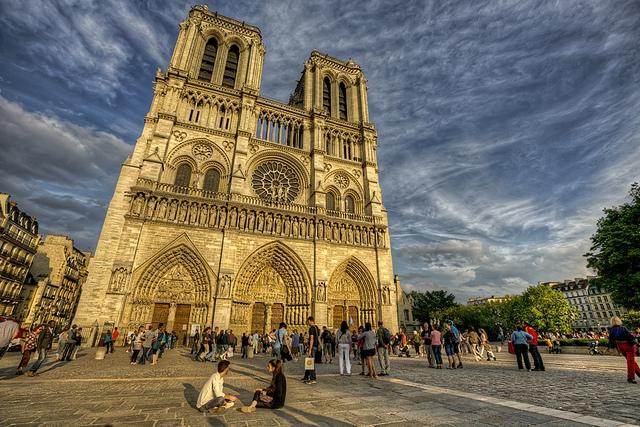 Кольо Фичето спасил катедралата Света Богородица в Париж