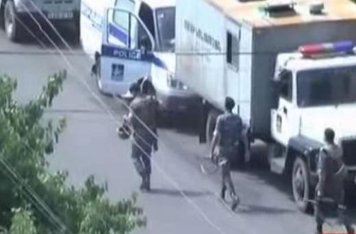 Извънредни новини! Военен преврат и в Армения: Въоръжени превзеха сградата на полицията в Ереван