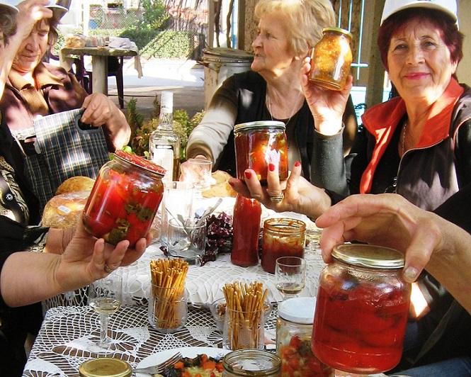 Защитаваме куртовския домат и капия от ментета