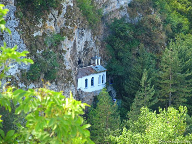 Разбоишкият манастир бди над река Нишава