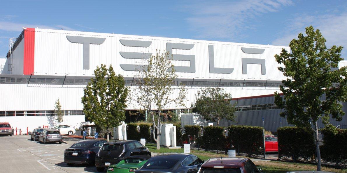 Тесла направи повече пари през последната половин година отколкото цялата нефтена индустрия на САЩ за една година