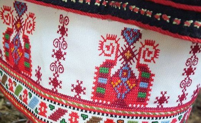 Българка направи уникална торта в Канада, декорирана с народни шевици