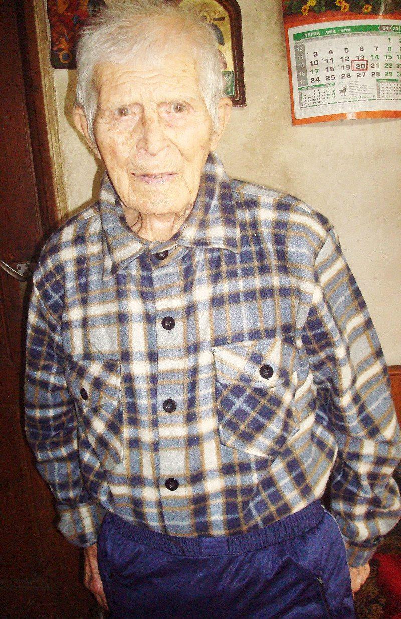 105-годишен обущар живее сам в дебрите на Балкана