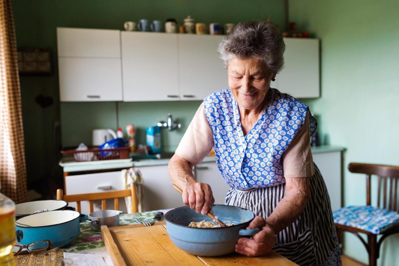 Вече е възможно да си вземем баба под наем ВИЖТЕ КАК