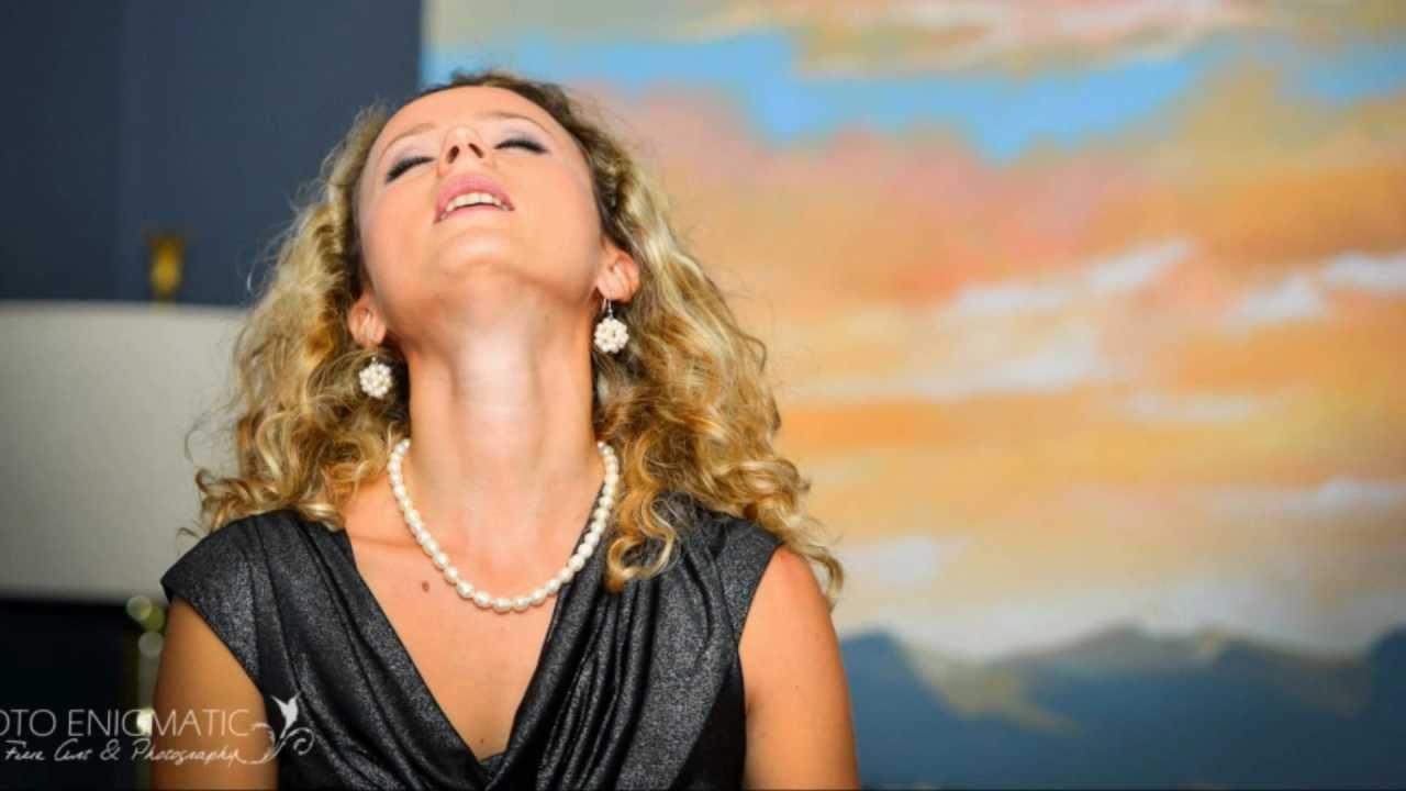 Деси Добрева – Лале ли си, зюмбюл ли си. Ще настръхнете от това страхотно изпълнение! (ВИДЕО)