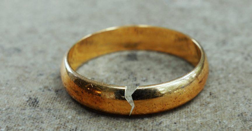 Той поиска да се разведе с жена си, заради любовница. Остави й къща, кола и пари, но тя не ги искаше. Искаше само едно нещо…