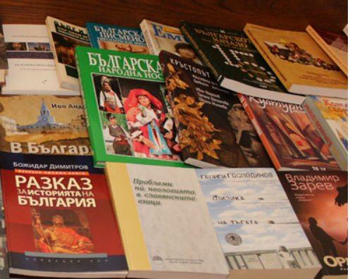 Над 1400 тома българска литература заминават за Чикаго