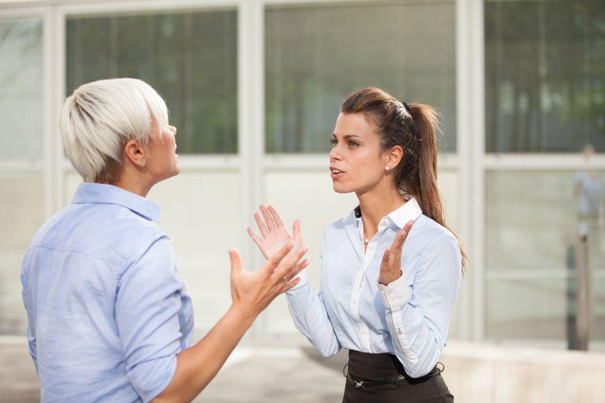 Как да работите с колега, който не ви харесва