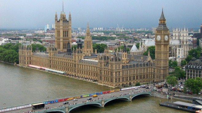 Цените на имотите в Лондон се понижават с най-бързия темп от 2008 г.