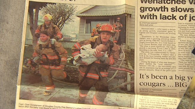 Пожарникар спазваше задълженията си и спаси малко момиченце от пожар, но след 17 години се случи нещо…