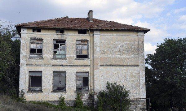 Младите си отиват, България опустява. Кой ще я навестява? Бежанци!