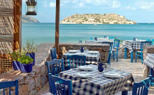 Заслужава ли си да работиш в Гърция? Ето какво споделя наша гурбетчийка.