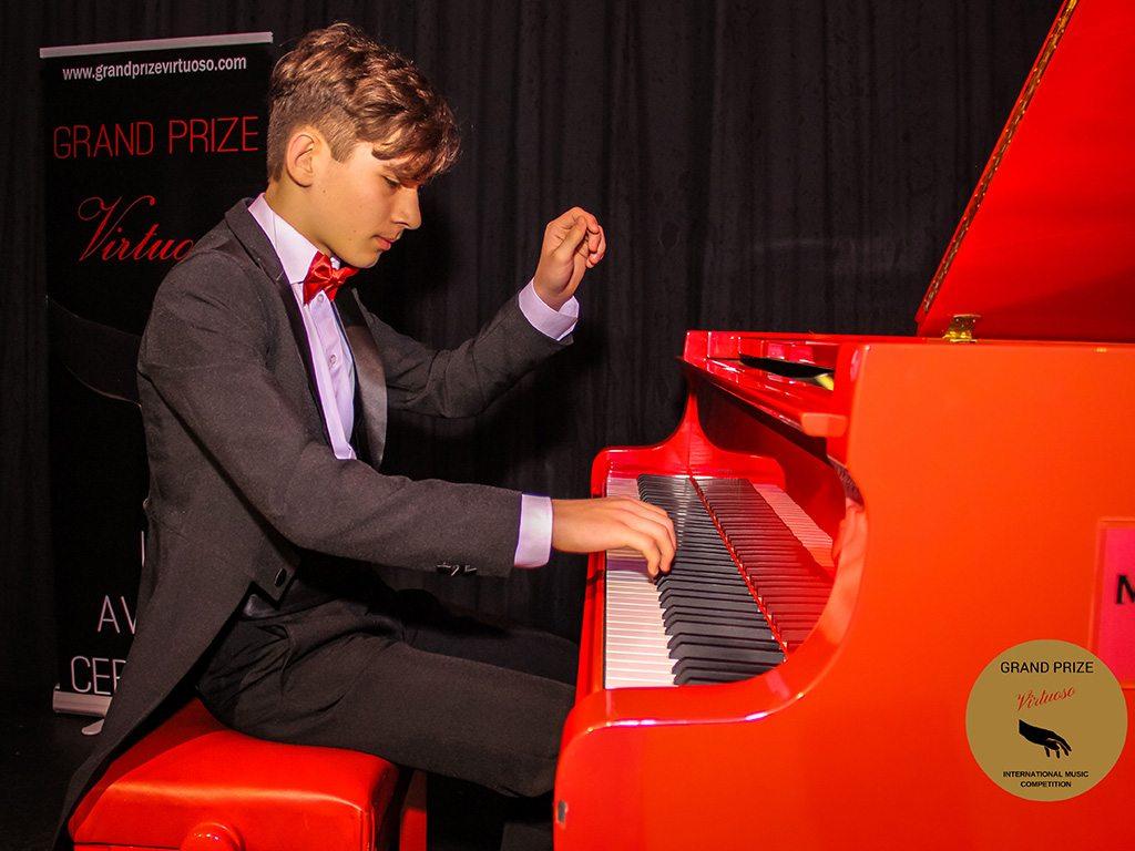 13-годишен пловдивски пианист печели конкурси от Виена до Лондон