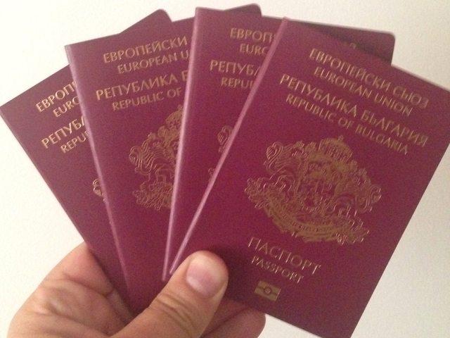 Четири милиона от чужбина чакат български паспорти