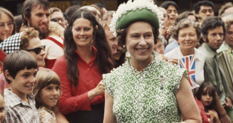 Разкриха дълго пазена тайна! Вижте невероятната история за деня, в който едва не убиха кралица Елизабет II (снимки)