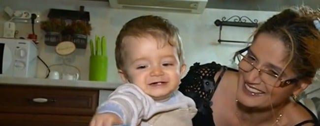 Българчето, което се роди на борда на самолет, отива да живее в Колумбия